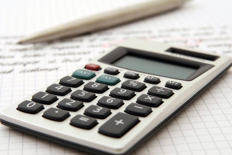 accountant-accounting-adviser-advisor-159804.jpg